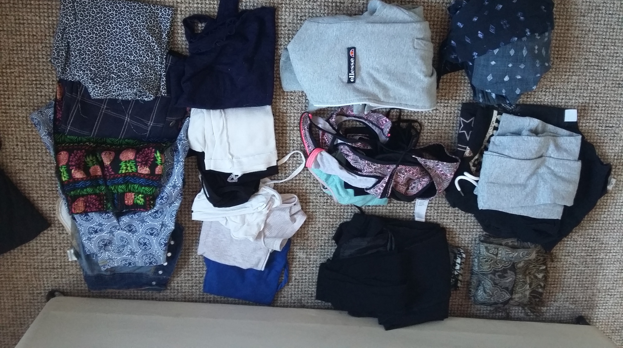 minimalism: wardrobe